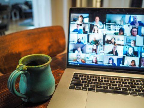 オンライン社内イベントで多様化するツールの選び方とは?